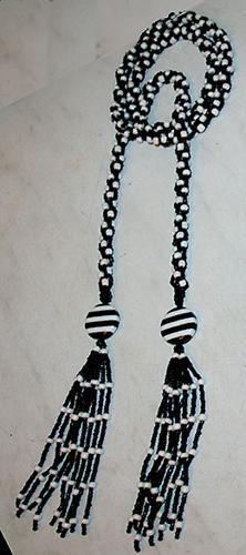 чёрно-белый лариат
