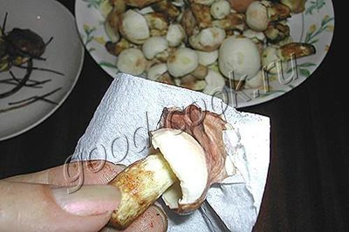 соленые грибы (горячий способ)