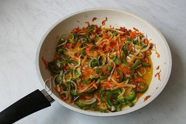 консервированный салат из баклажанов и овощей