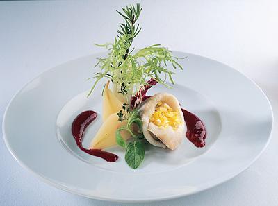 филе норвежской сельди с соусом из клюквы и хрена