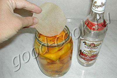 персики в водке