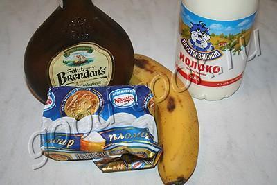 банановый коктейль со сливочным ликером.