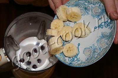 бананово-ягодный коктейль