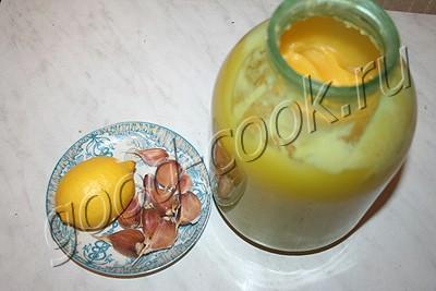 противопростудная смесь (мед, чеснок, лимон)