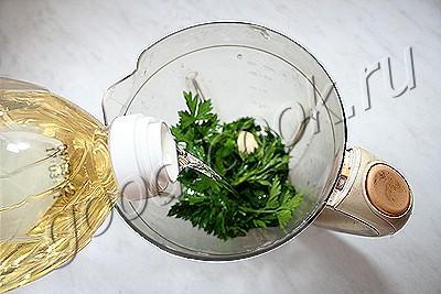 соус из петрушки с подсолнечными семечками