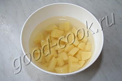 картофельно-кукурузный суп с беконом в сотейнике