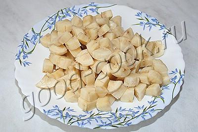 десерт из замороженных бананов и клубники