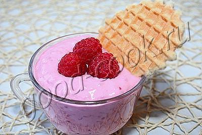 десертный крем из малины и творожного сыра