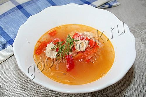 суп с болгарским перцем и рисовой лапшой (фунчозой)