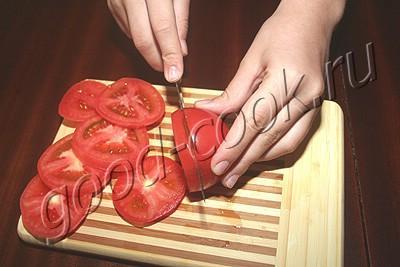 помидоры с чесноком и сыром