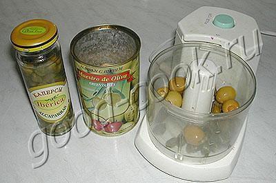 яйца, фаршированные оливками и каперсами