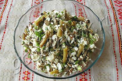 рисовый салат с мясом и черемшой