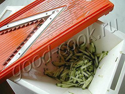 салат с кальмарами и вермишелью