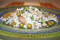 теплый рисовый салат с ветчиной