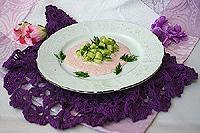 огуречный салат с соусом из редиса