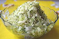 огуречно-капустный салат с соевым соусом