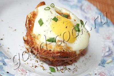 яйцо в хлебной чашечке
