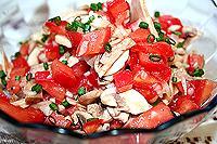 салат из помидоров и сырых шампиньонов