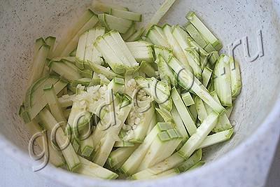 салат с жареными кабачками