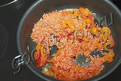 печеные баклажаны в соусе из чечевицы