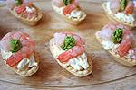 тарталетки с креветками и яйцами