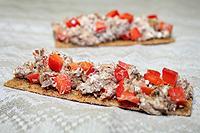бутербродная масса из тунца с творогом, сыром и болгарским перцем