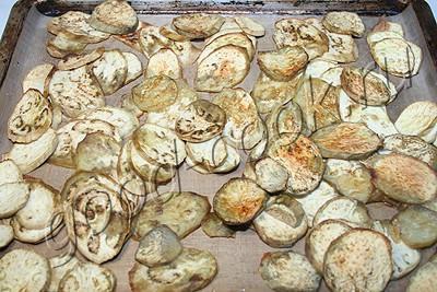 закуска из печеных баклажанов и жареных овощей