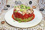 салат с авокадо, болгарским перцем и тунцом