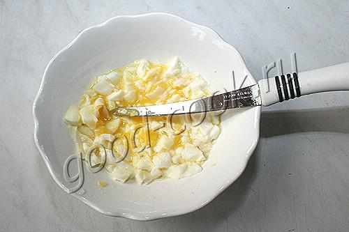 салат из копченой курицы с сухариками