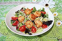 зелёный салат с куриными фрикадельками