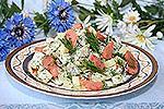 салат из печеного картофеля с копченым лососем