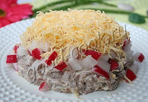мясной салат с редисом