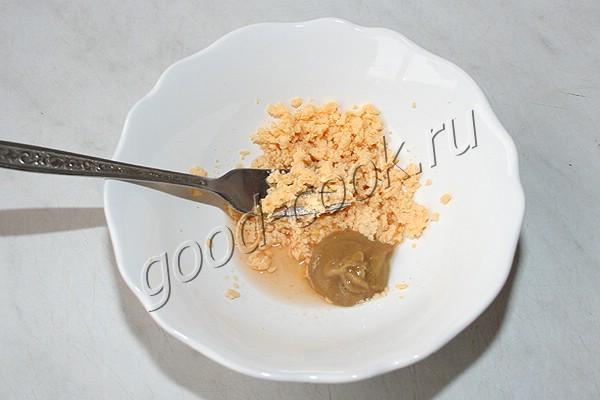 картофельный салат с луком и зелёным горошком