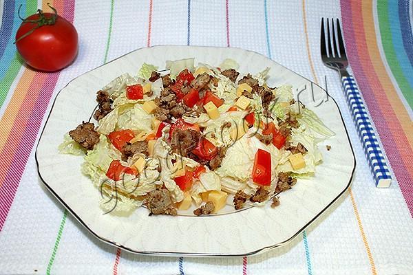 зелёный салат с жареным мясным фаршем