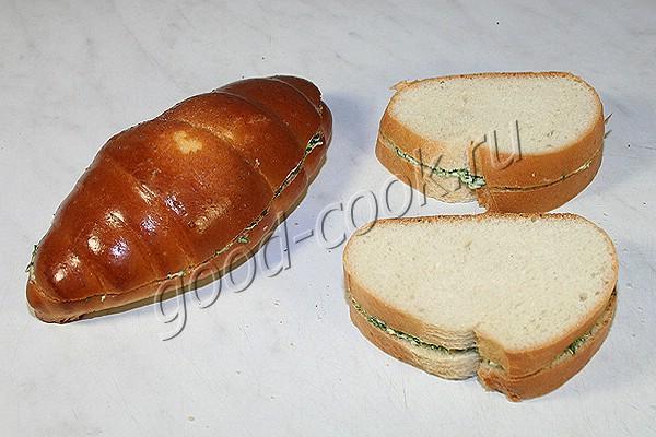 горячий бутерброд с зеленью и сыром