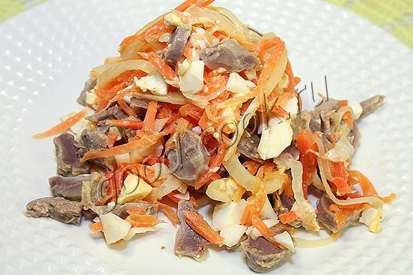 Салат с желудками и корейской морковкой