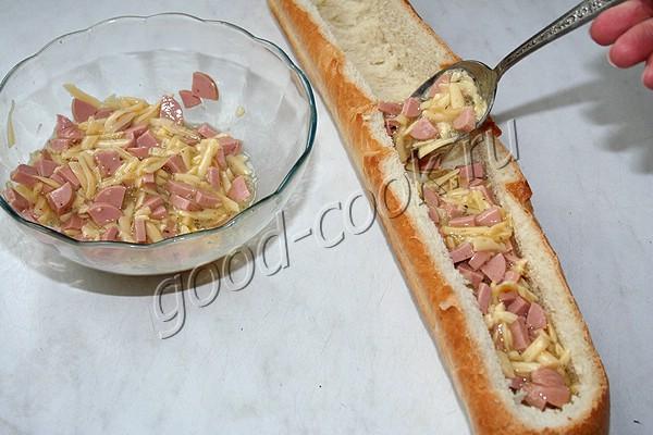 запечённый багет с яйцами и сыром