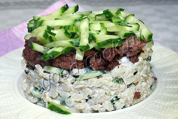 салат из жареного фарша с перловкой