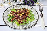 тёплый мясной салат с картофелем и фасолью