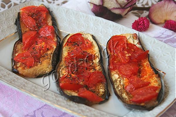 баклажановые язычки, запеченные с помидорами