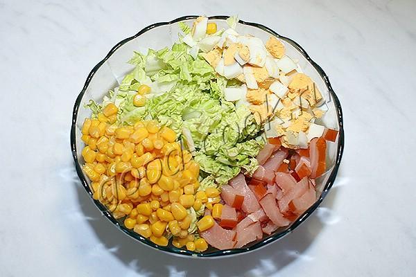 салат с копчёной курицей и пекинской капустой
