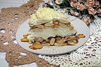 салат с консервированной рыбой и крекерами