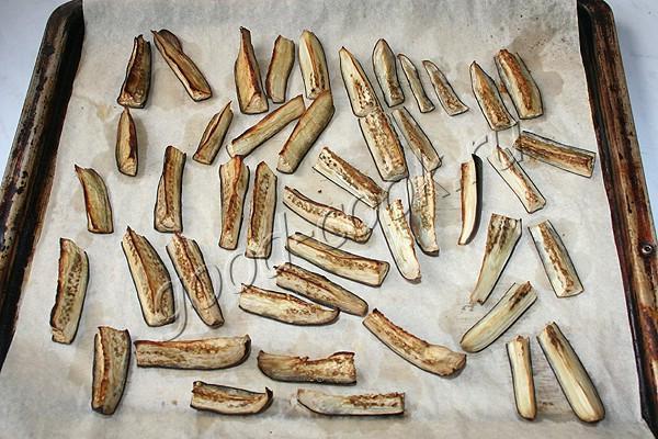 острые баклажановые палочки