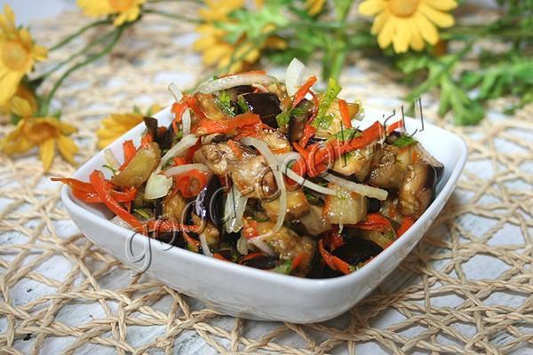баклажановая закуска с морковью и луком