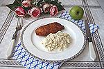 луковый салат с яблоком и яйцами