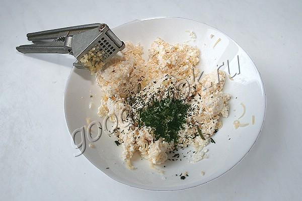 салат из пекинской капусты с грибами и творожными шариками