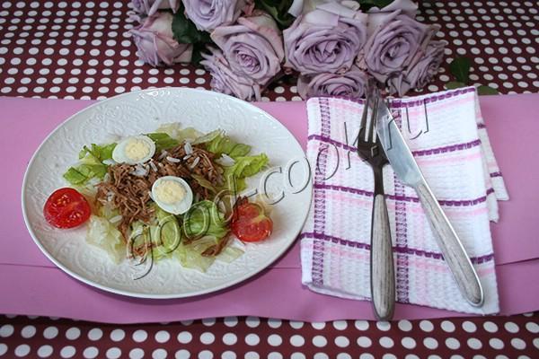 мясной салат с рисом и соусом терияки