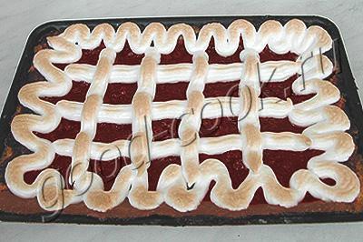 клюквенный пирог с безе