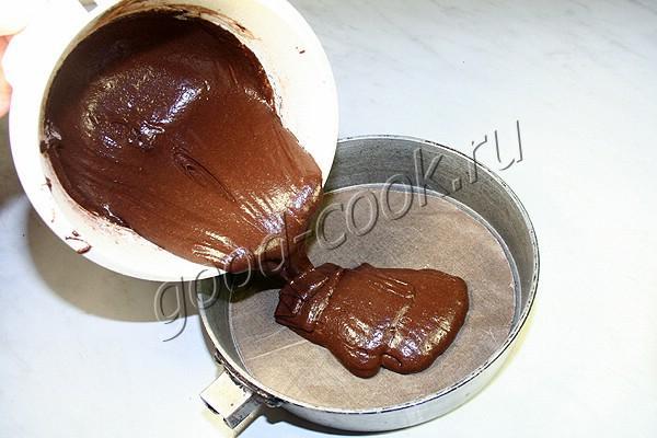 шоколадный торт с клубничным желе