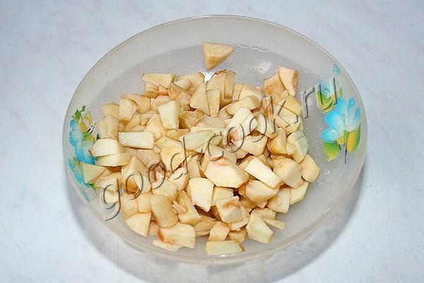 дрожжевые яблочные оладьи
